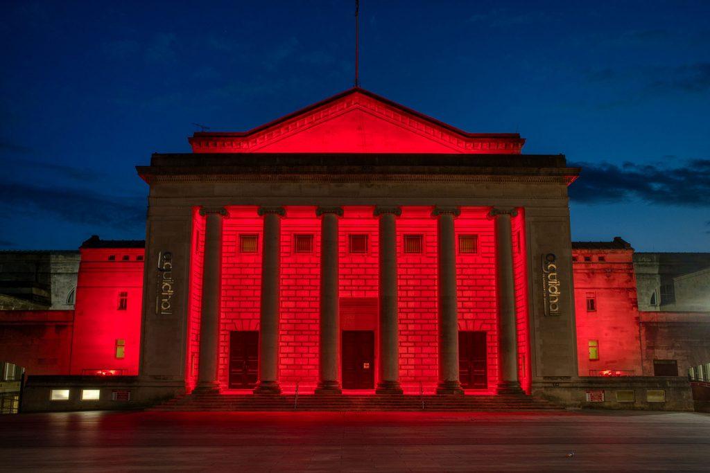 anolis lights it in red vplt live